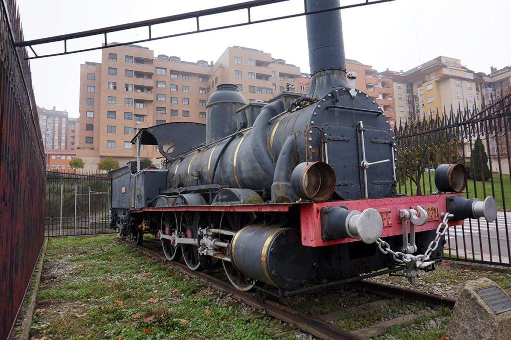 locomotora estación de tren zamora