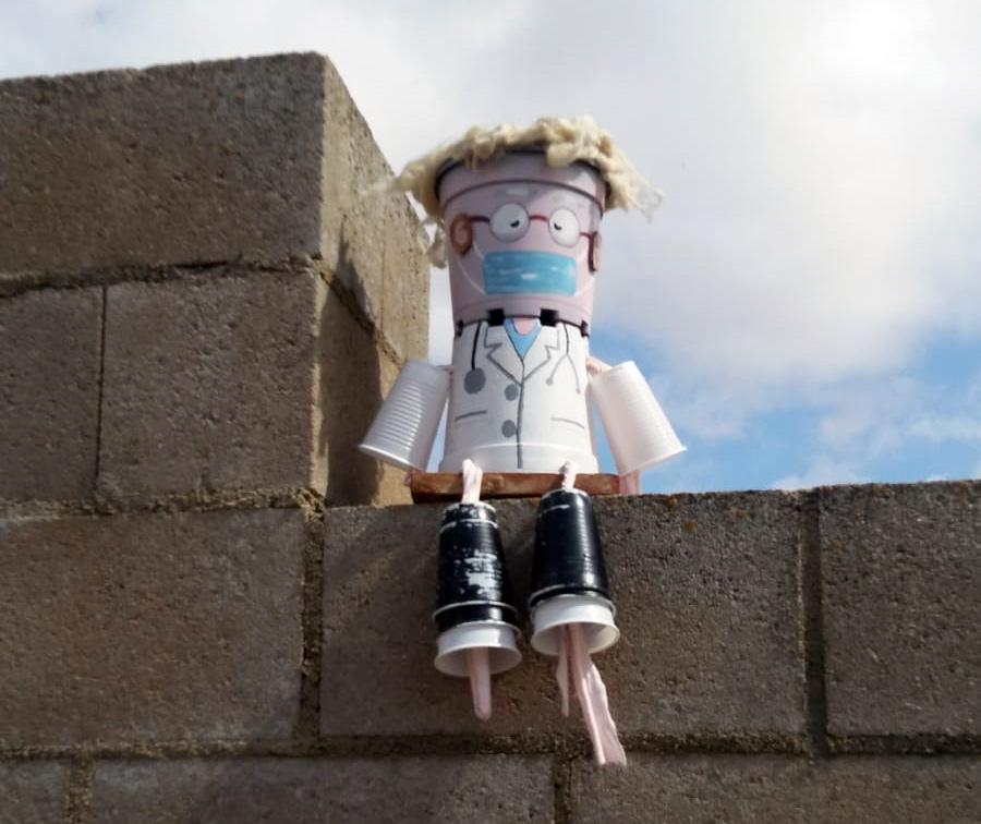 muñecos en tejados