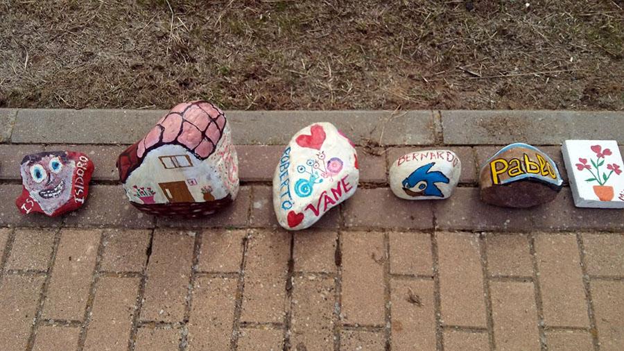 piedras decoradas camino