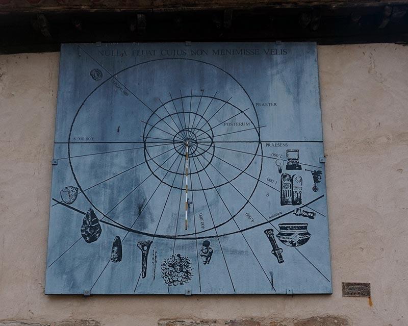 reloj de sol plaza santa lucia zamora
