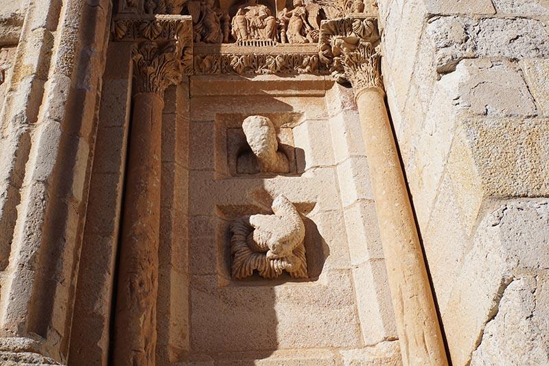 leyendas cabeza de piedra